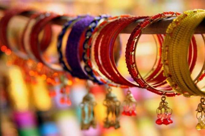 Bangles   © Kamakshi Sachidanandam /Flickr