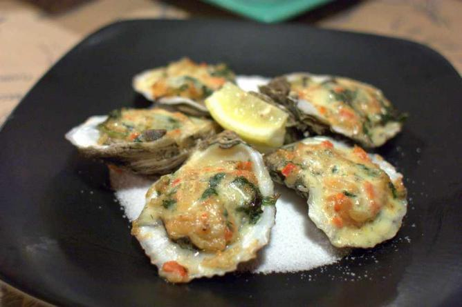 Malibu clams at Guy's American Kitchen & Bar