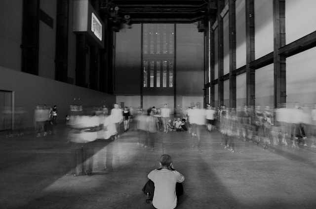 Tino Sehgal installation at Tate Modern © Dom Crossley/Flickr