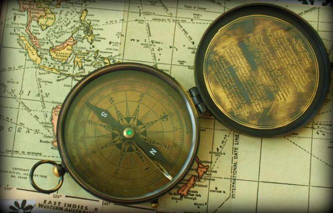 Compass | © Calsidy/ Flickr