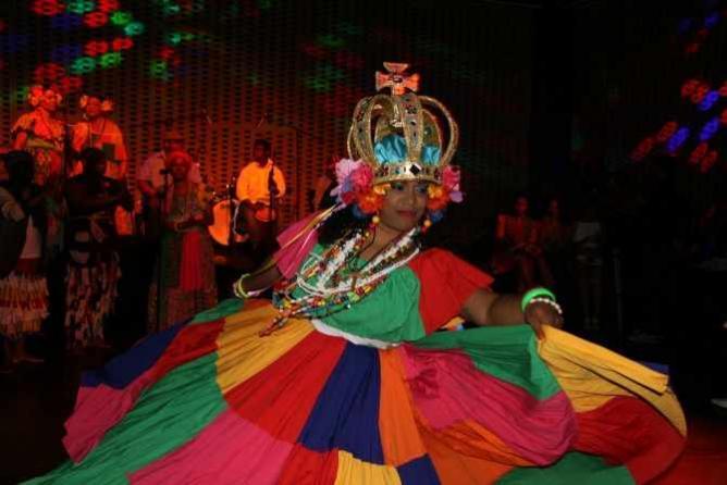Conjunto Nuevo Milenio Performs at Opening Gala | © Photographer/Ivette Mercado