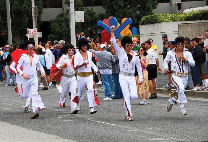 Elvis contest at Bay to Breakers | © Huffington Post online photo contest