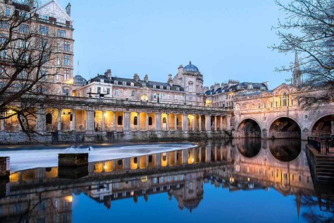 Bath's iconic weir   ©Stewart Black/Flickr