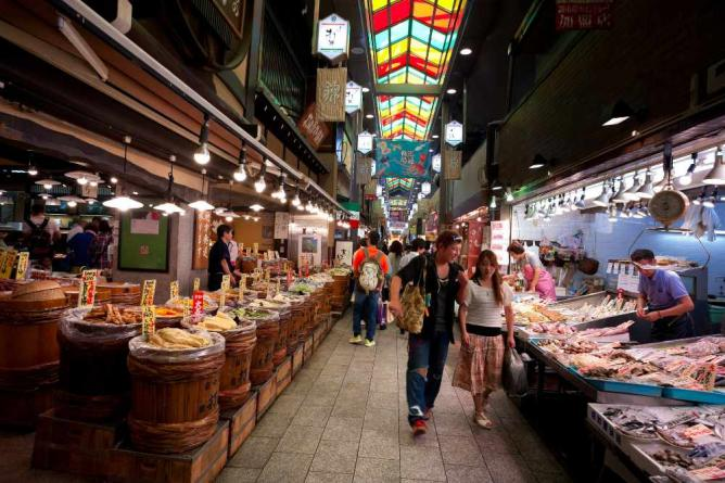 Nishiki Market at night | © peter-rabbit/Flickr