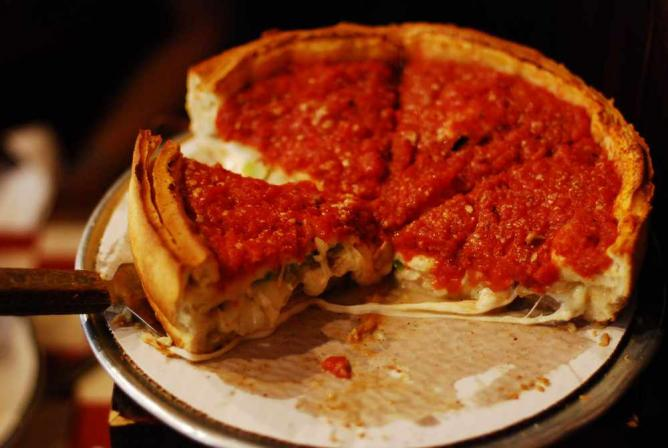 Chicago-style deep-dish pizza | © Eric Chan/Flickr