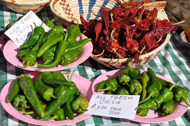 Chiles at Santa Fe Farmers Market | © Paul Asman and Jill Lenoble/Flickr