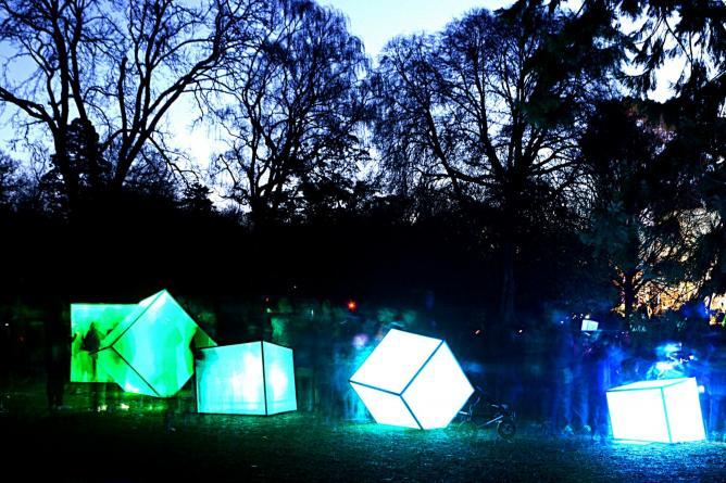 A nighttime art installation in Christchurch © Nadia Morgan/Flickr