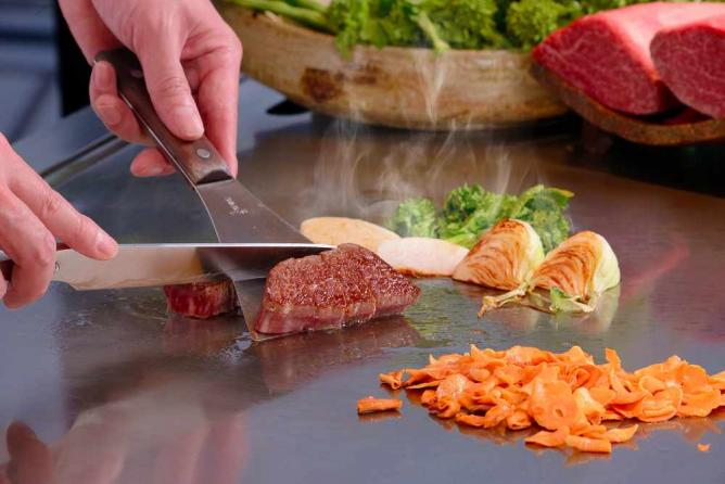 Teppanyaki at Gozanbo | Courtesy of Hotel Granvia