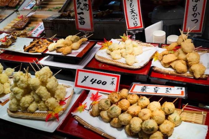 Snacks at Nishiki Market | © spektograf/Flickr