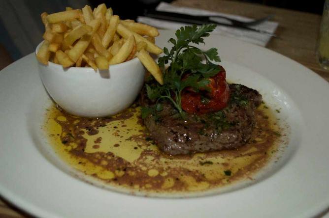 Hearty English pub food | Courtesy of Marianna Hunt