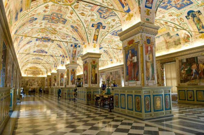 The sublime halls of Rome's Vatican Library | © Anna & Michal/Flickr