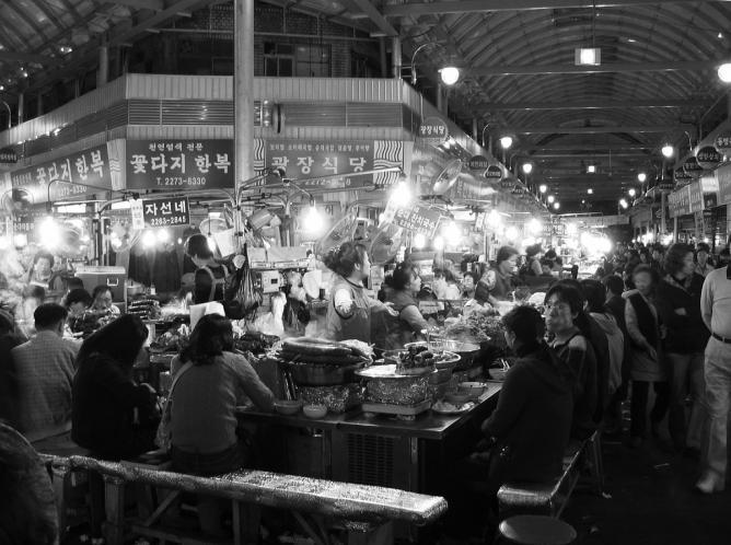 A Korean market © James Creegan/Flickr