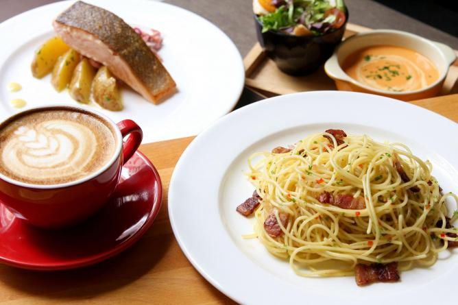 Salmon pasta and coffee | © Courtesy of The Selfish Gene