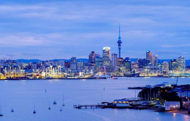 Auckland's beautiful harbour and city © Siyamalan/Flickr