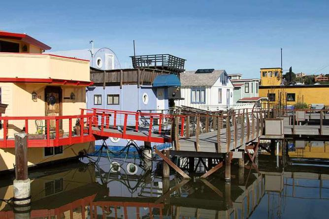 Houseboat community in Sausalito| @Frank S. /WikiCommons
