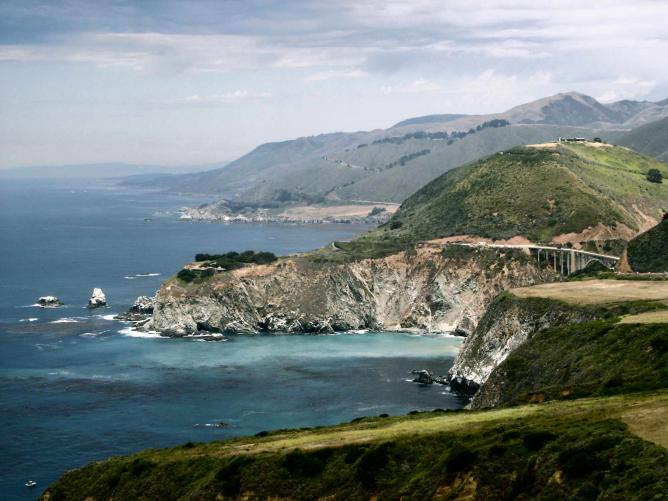 View of the Big Sur coast and Bixby Bridge| @Calilover/ WikiCommons