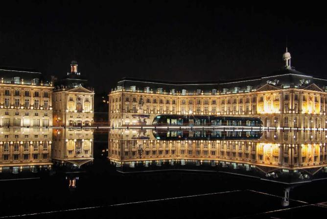 Place de la Bourse at night | © Phillip Maiwald/Wikicommons