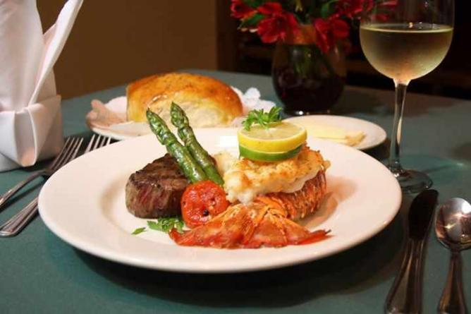 Dakotas' Surf 'n' Turf | © Dakotas Prime Steak & Chophouse