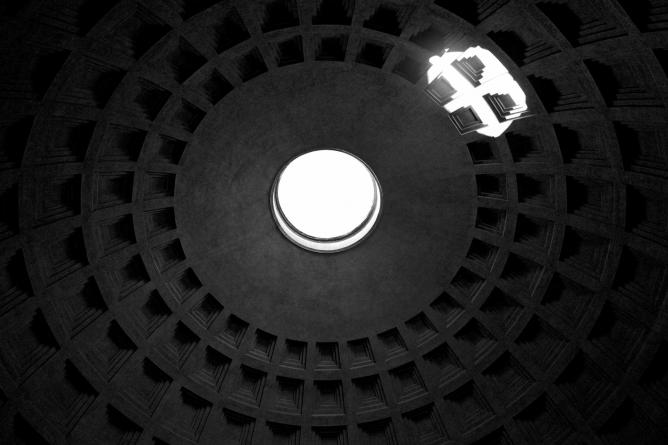 A detail of the dome of the Pantheon | Courtesy of Luca Pinelli