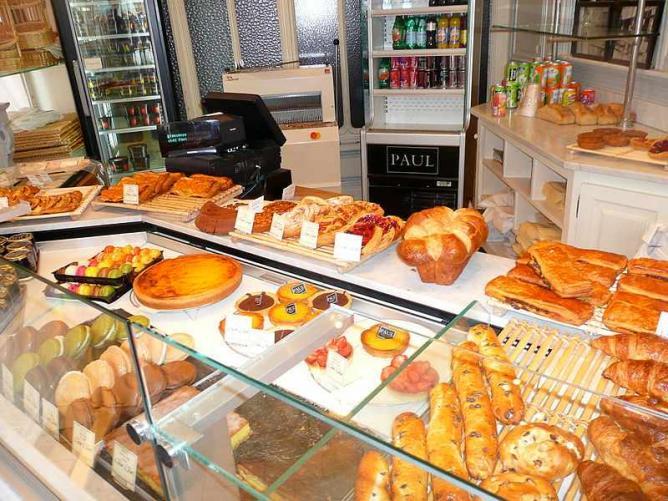 Freshly baked treats   © Franklin Heijnen/WikiCommons