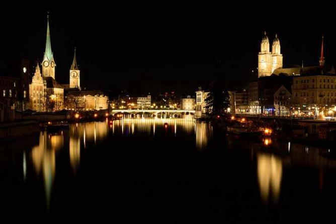 Zürich by night   ©  kuhnmi/Flickr