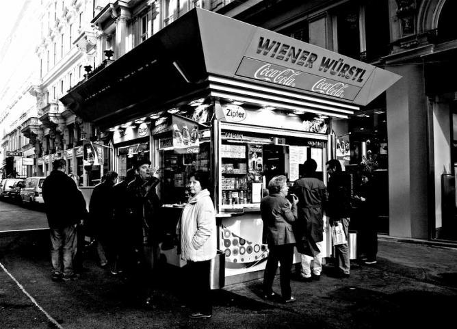 Würstelstand Vienna © Graham Holliday/Flickr