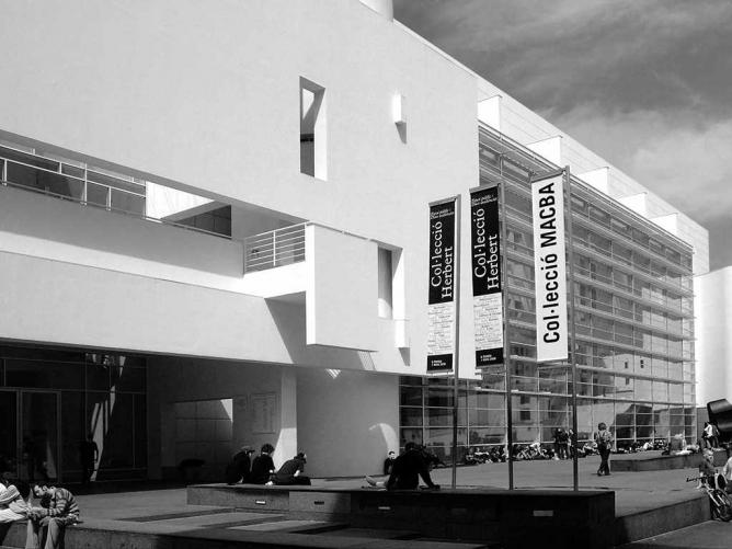 The Barcelona Museum of Contemporary Art (MACBA) | © Graham Rogers/WikiCommons