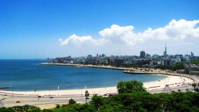 Montevideo Beach © kumsval/Flickr