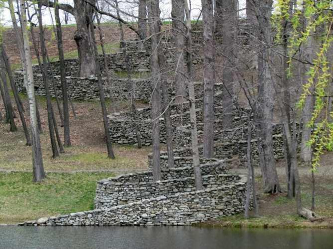 Andy Goldsworthy's 'The Storm King Wall'   © bobistraveling/Flickr