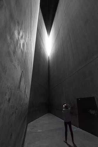 Holocaust Tower | © David Wong/FLICKR