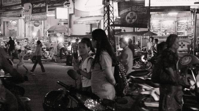Phnom Penh at night | © Mark Maxwell/Flickr
