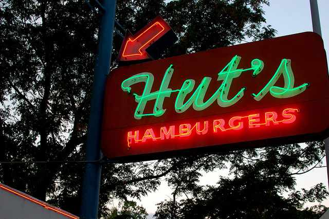 Hut's Hamburgers © Steve Snodgrass/Flickr