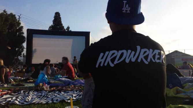 Street Food Cinema picnic and movie screen | © Angelica Argueta