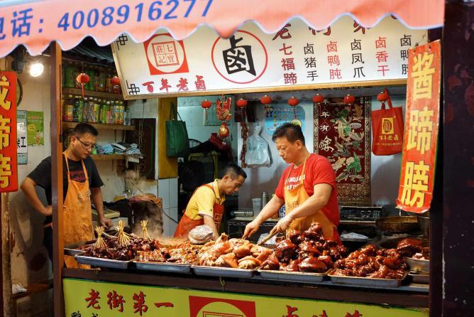 Night Market in Shanghai © ronghualu/Flickr