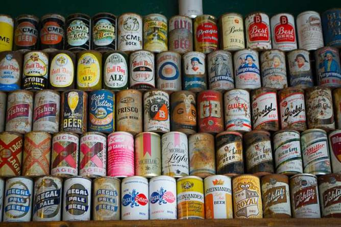 A collection of rare beer cans | © Visitor7/WikiCommons