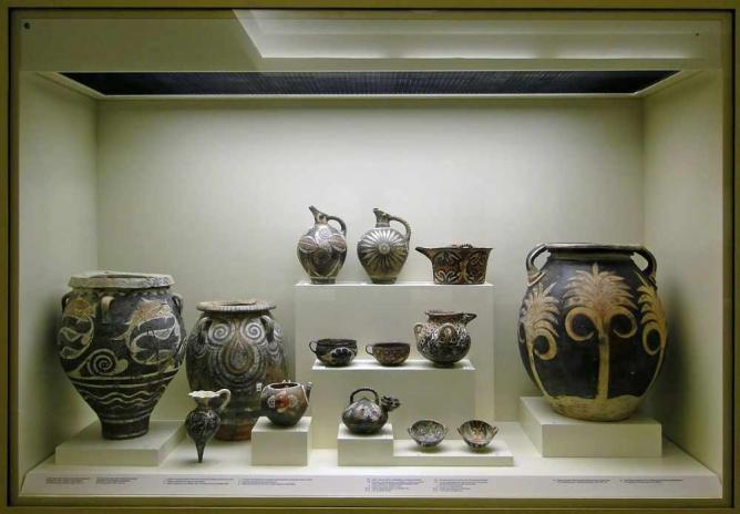 Vessels from Knossos and Phaestus | © Bernard Gagnon/WikiCommons