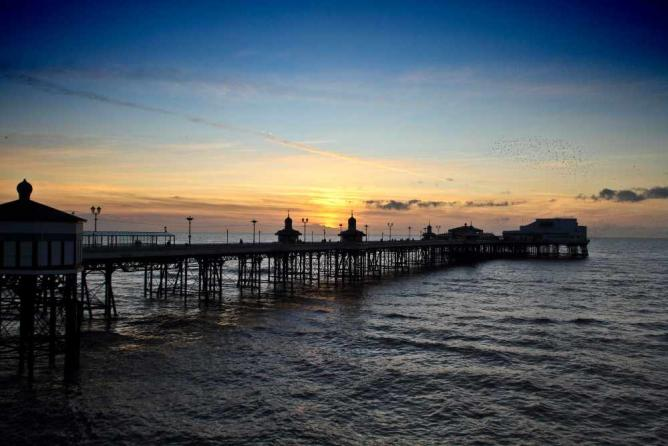 Blackpool's stunning North Pier at sunset   © Michael D Beckwith/Flickr