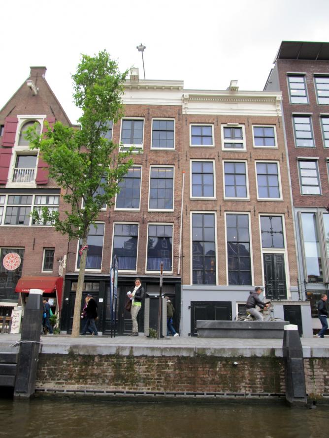 Anne Frank House from Canal l © daryl_mitchell / Flickr