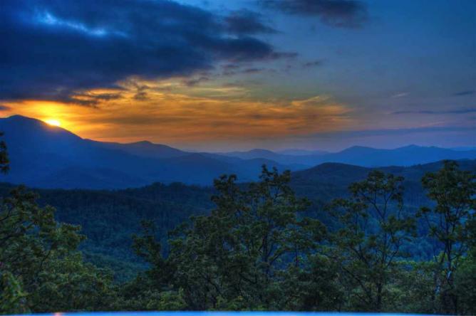 Sunset-Blue Ridge Mountains   © Tim Hamilton/Flickr