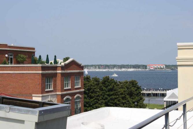 Vendue's Rooftop View | © alli/Flickr