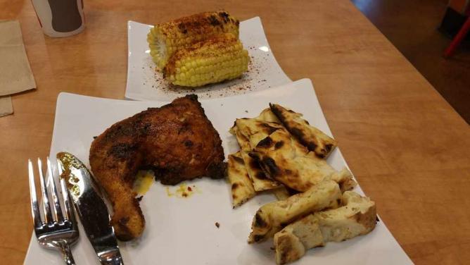Quarter chicken with hot Peri Peri sauce | ©Saadia Ahmed