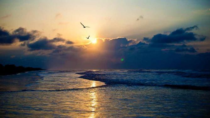 Sunrise at Folly Beach | © jblaha/Flickr