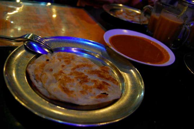 Roti Prata from Casuarina Curry © lo5t/Flickr