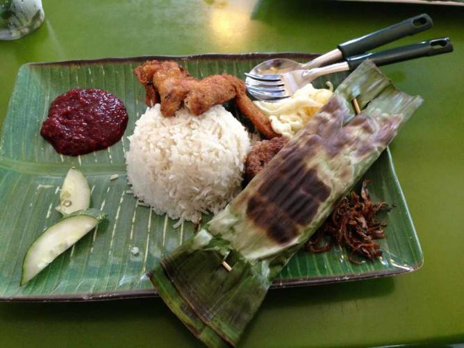 Nasi Lemak with Fried Chicken and Sambal from Adam Road Food Centre © Kai Henrdy/Flickr