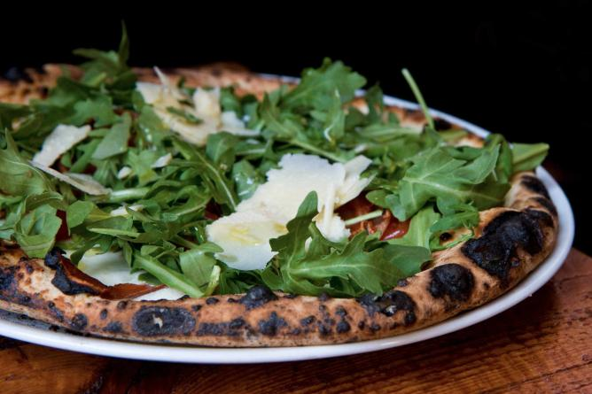 An arugula pizza
