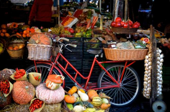 A stall at the Campo de Fiori market in Rome | © Andrea Santoni/Flickr