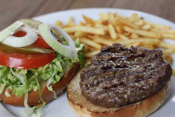 Agadir's 250g Burger and fries| © Alex Kojfman