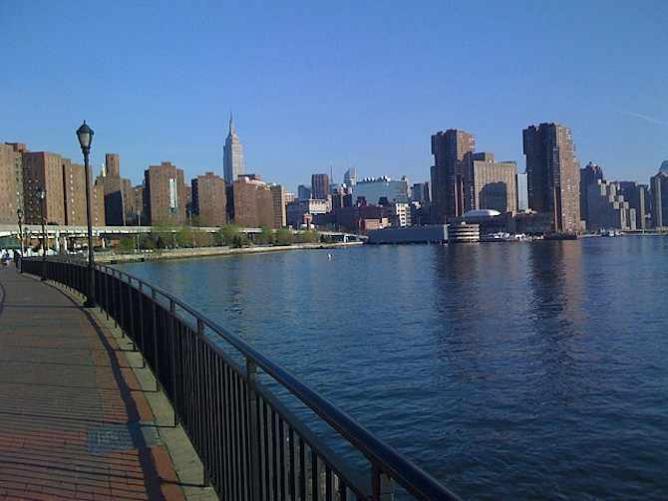 East River Greenway/ ©Luciuskwok/Flickr
