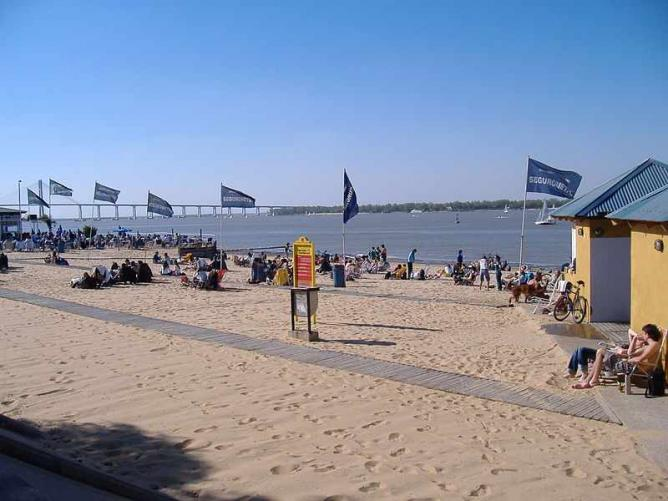 The beach in north-eastern Rosario Ⓒ Pablo D. Flores/WikiCommons
