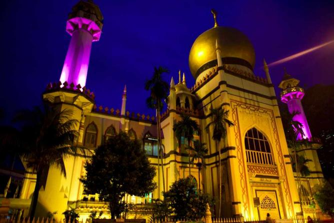 Sultan Mosque at night | © Aaron Shumaker/Flickr